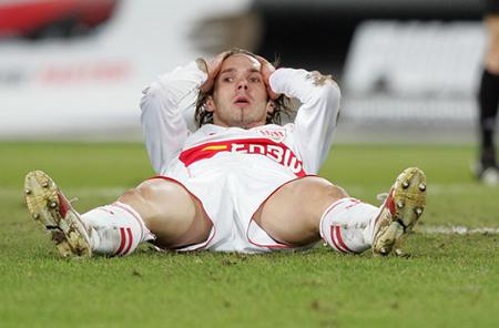 Leid im Abstiegskampf 2006: Christian Tiffert ist am Boden.